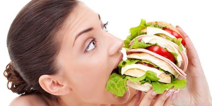 5 motive pentru care iti este foame tot timpul